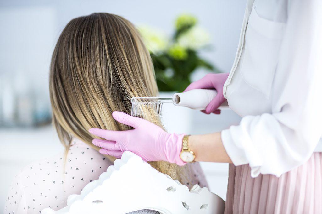 5 przyczyn wypadania włosów